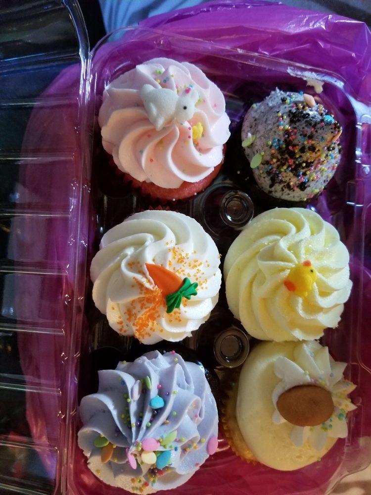 Mad Hatter Cupcake Shop: 16 Public Square, Jacksonville, AL