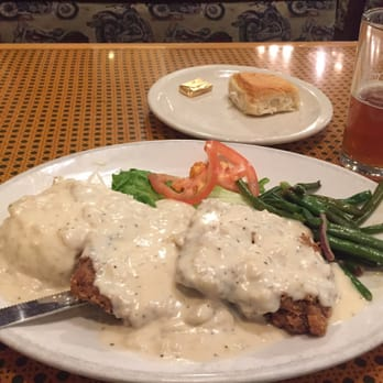 ... fried steak with mashed potatoes, peppery white gravy and green beans