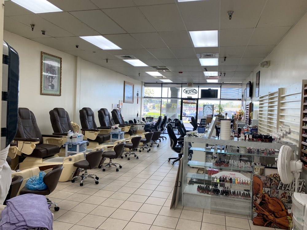 Elegant Nails: 8339 Rogers Ave, Fort Smith, AR