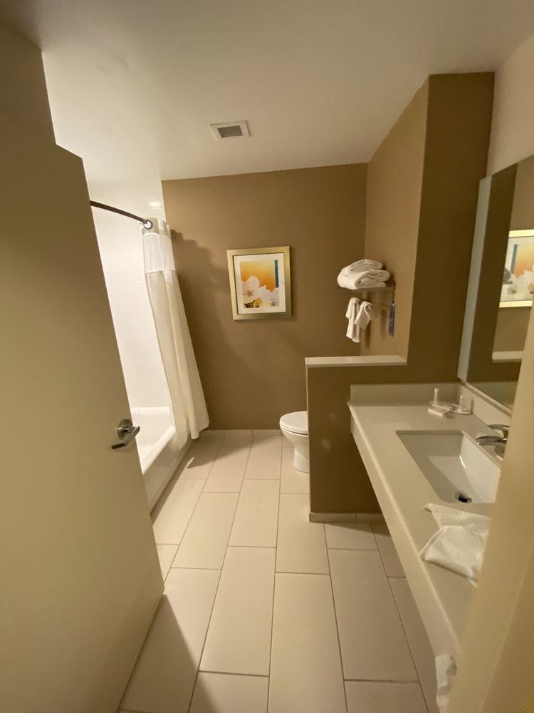 Fairfield Inn & Suites: 189 Finley Rd, Belle Vernon, PA