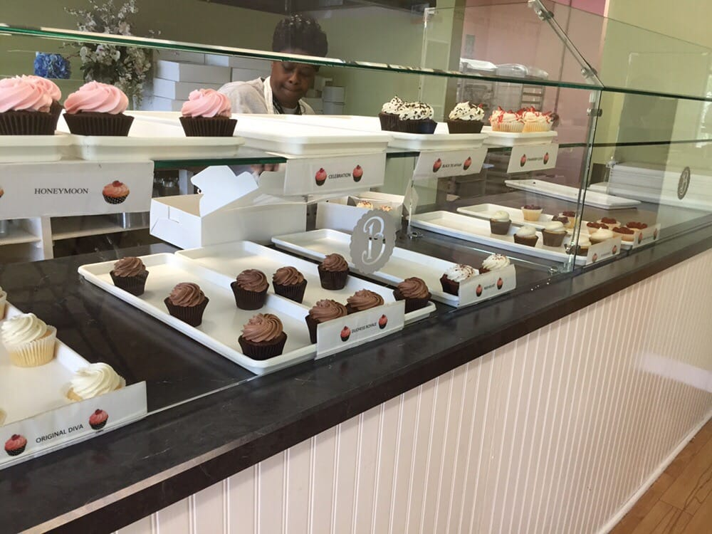 Buttercream Cupcake Cafe: 1296 Battlefield Blvd S, Chesapeake, VA