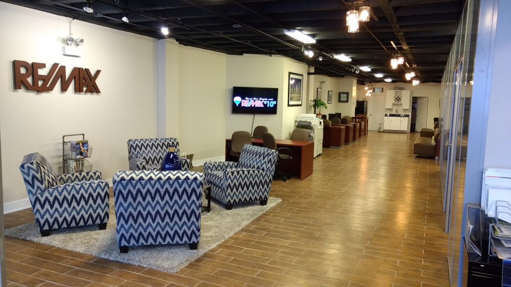 360TenX at RE/MAX 10: 2429 N Clark St, Chicago, IL