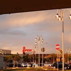 a82b2fb9574df Centro Commerciale Montebello - Centri commerciali - Via Ing. Mazza ...