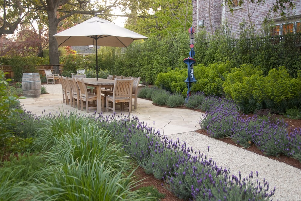 Palo alto back yard dining patio with gravel floor for Verdance landscape design