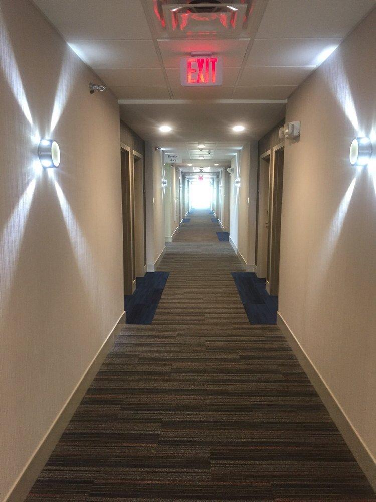 Holiday Inn Express & Suites Dakota Dunes - Event Center: 885 Cottonwood Ln, Dakota Dunes, SD