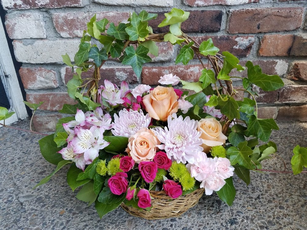 Susie's Medford Flower Shop: 502 Crater Lake Ave, Medford, OR