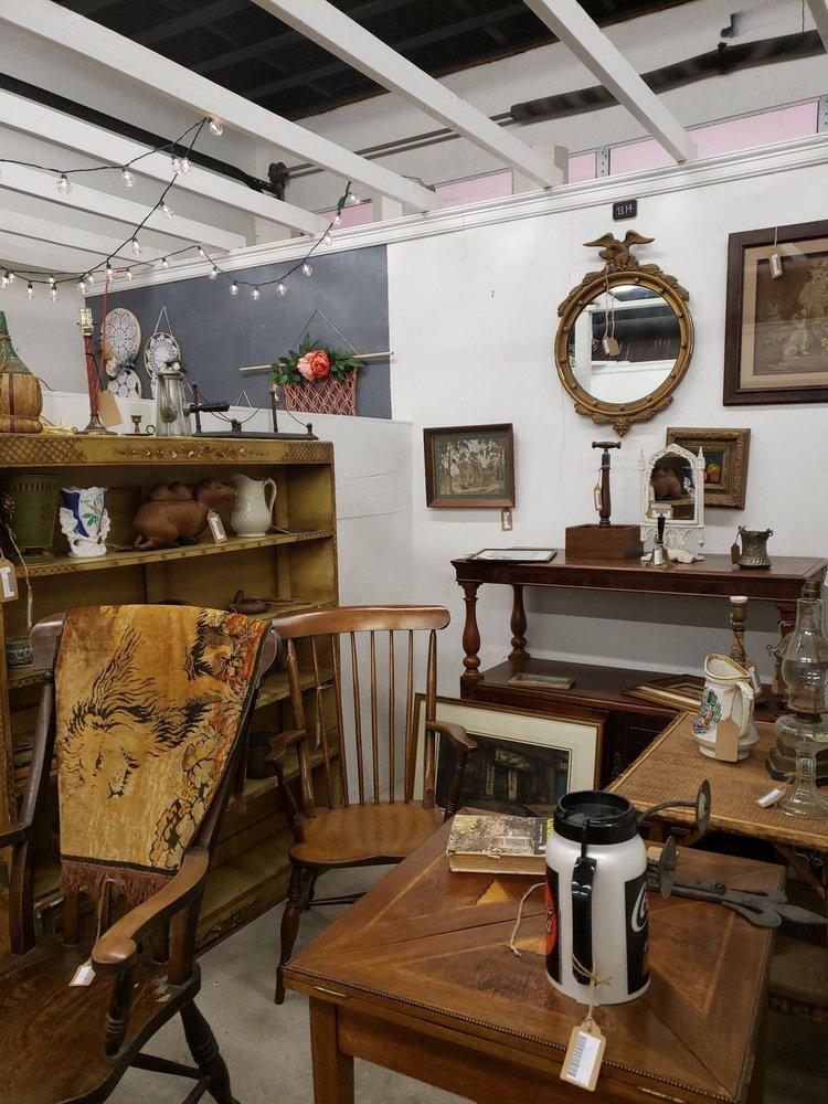 The Corner Shop: 201 S Beaton St, Corsicana, TX