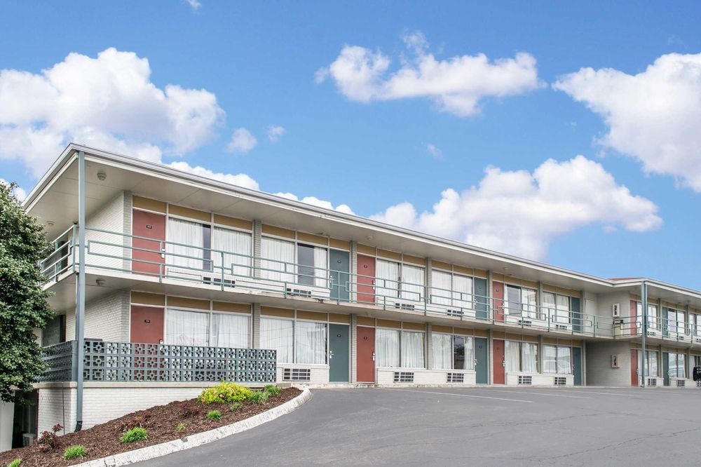 Econo Lodge Fort Knox: 261 N Dixie Hwy, Radcliff, KY
