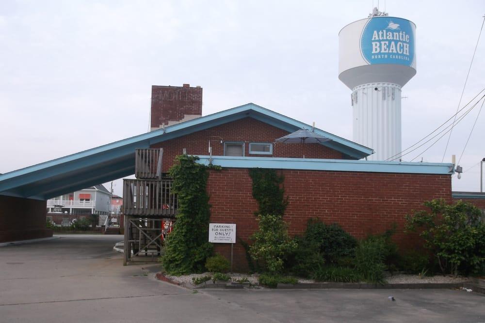 Hollowell's Family Motel: 108 E Fort Macon Rd, Atlantic Beach, NC