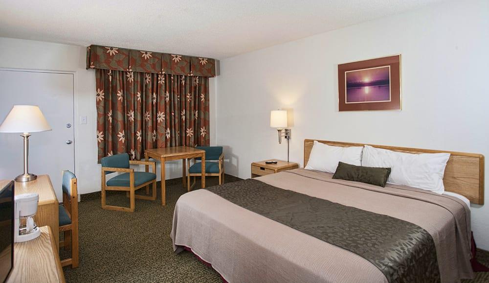 Voyageur lakewalk inn 39 photos 23 reviews hotels for Duluth mn resorts e cabine