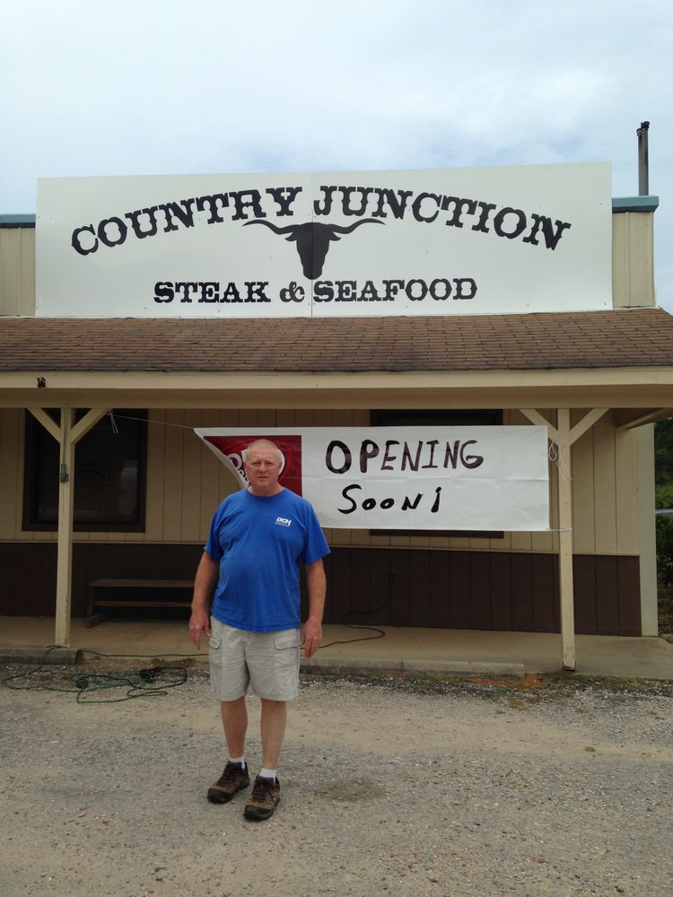 Country Junction Steak and Fish: 5079 Alabama 171, Fayette, AL