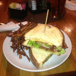 ... , GA, Vereinigte Staaten. Fried green tomato BLT with pimento cheese