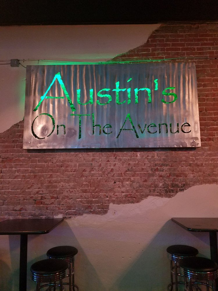 Austin's on the Avenue: 719 Austin Ave, Waco, TX