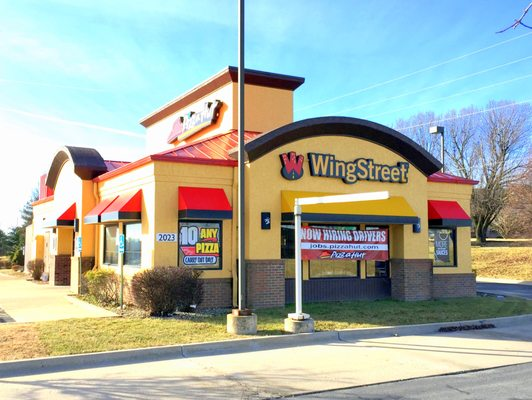 Photo Of Wingstreet Raymore Mo United States Restaurant Exterior And Drive Thru