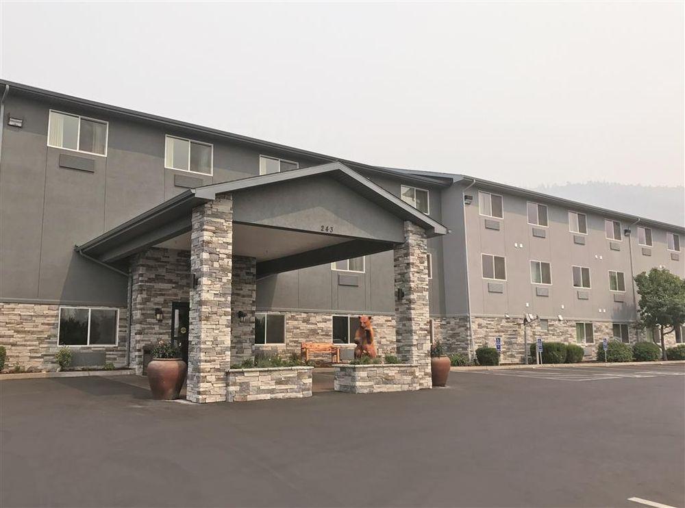 La Quinta Inn & Suites Grants Pass: 243 Northeast Morgan Ln, Grants Pass, OR