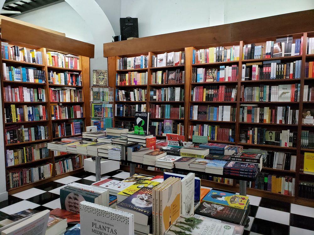 Librería Laberinto: Calle de La Cruz 251, San Juan, PR
