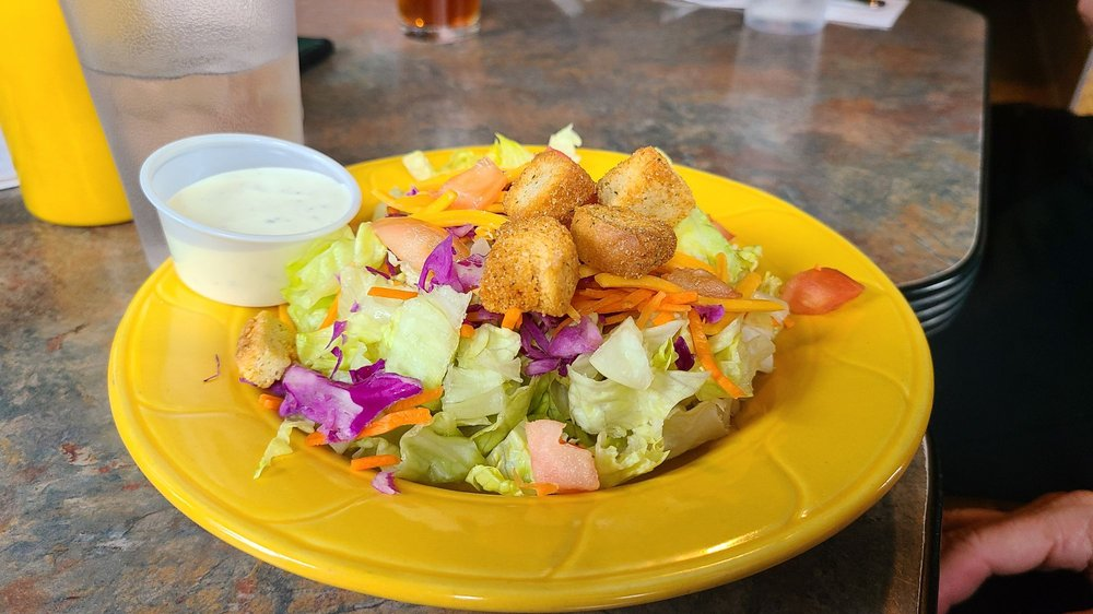 Canyon Inn Bar and Grill: 20289 Big Canyon Rd, Peck, ID