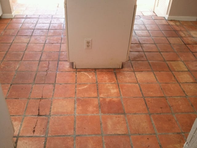 how to clean saltillo tile with vinegar