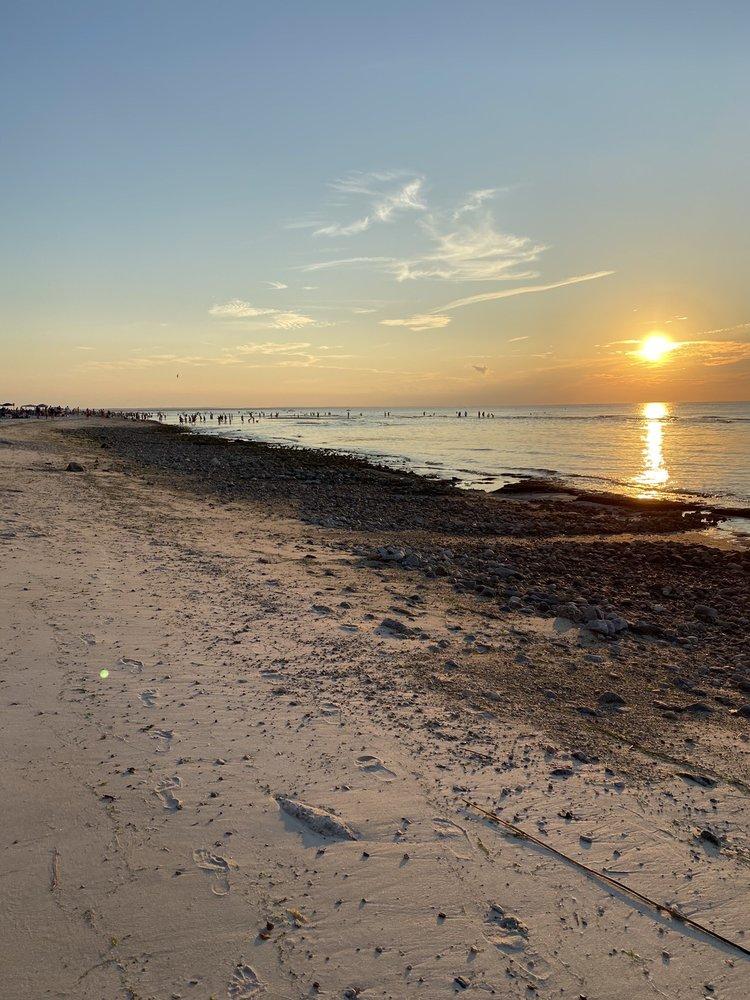 Mayflower Beach: 2 Dunes View Rd, Dennis, MA