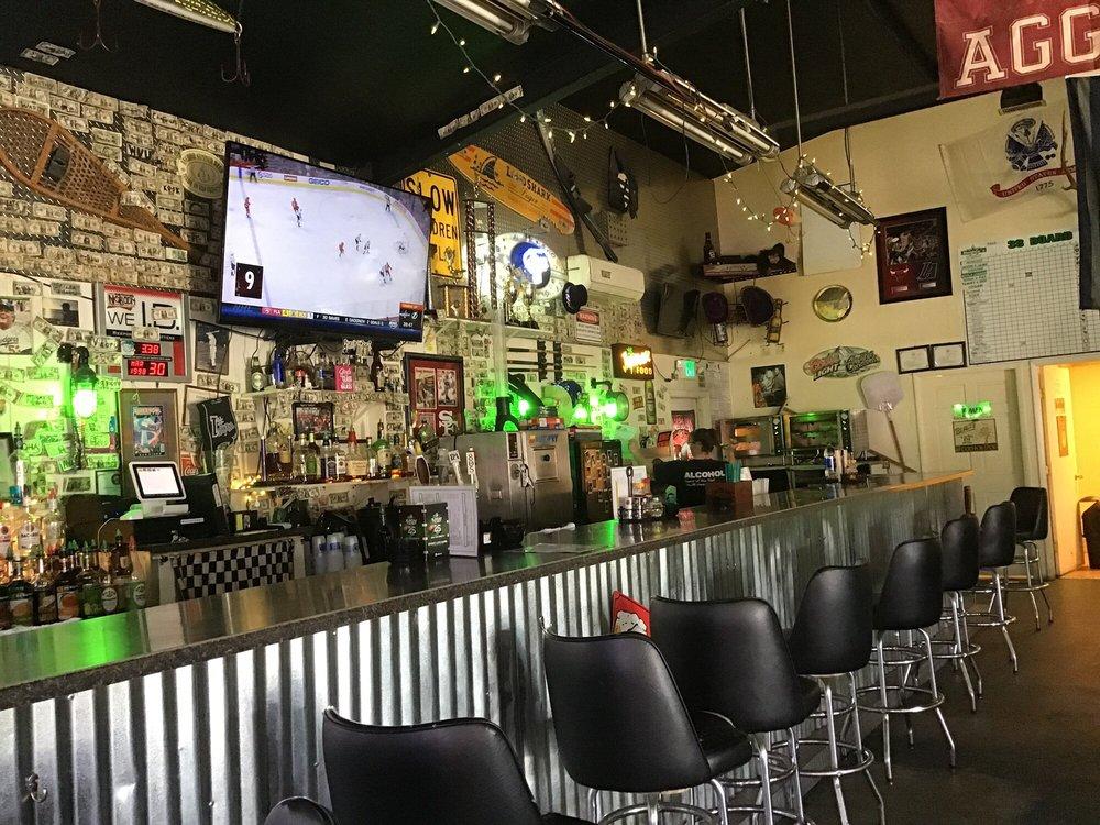 Barley's Sports Bar: 822 Sierra Way, Hawthorne, NV