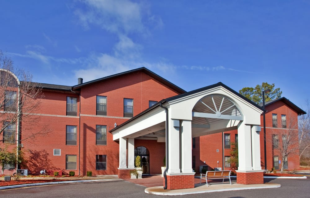 Holiday Inn Express & Suites Batesville: 1130 White Dr, Batesville, AR
