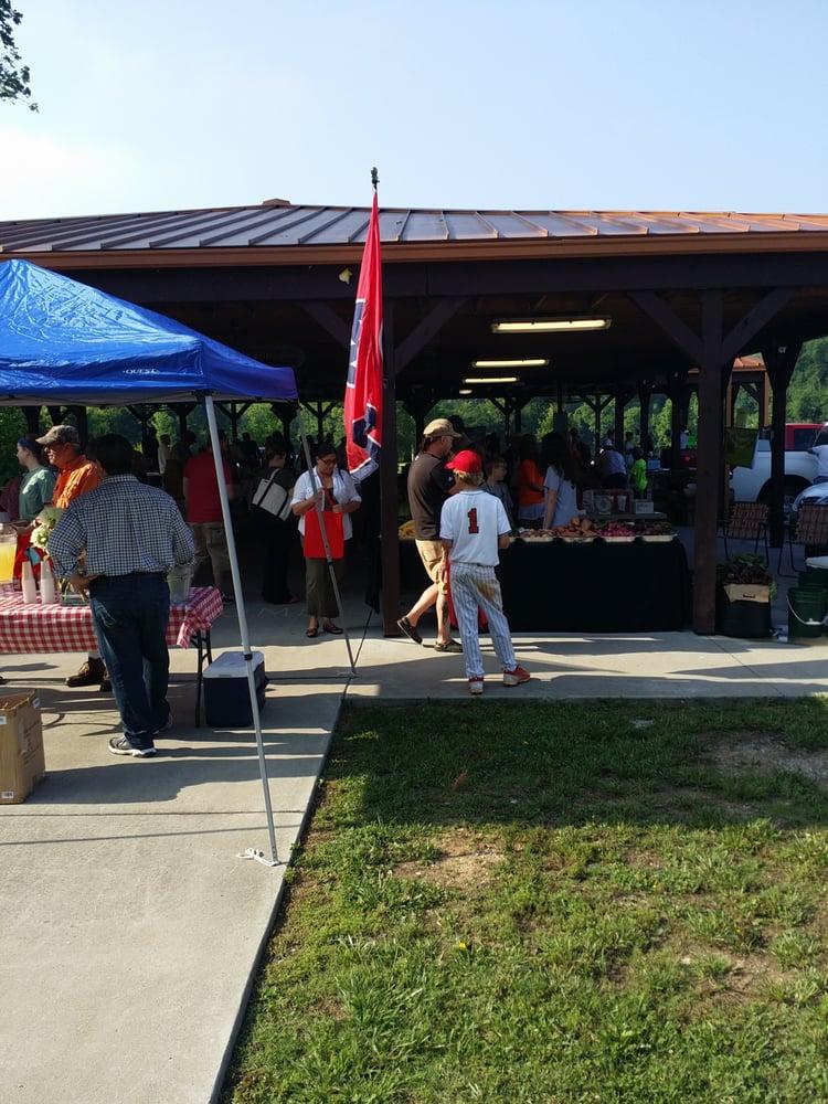 Columbia Farmers Market: 5th & Riverside Dr, Columbia, TN