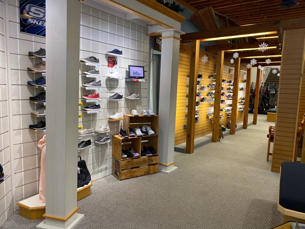 Bender's Shoe & Sport: 409 NW 1st Ave, Grand Rapids, MN