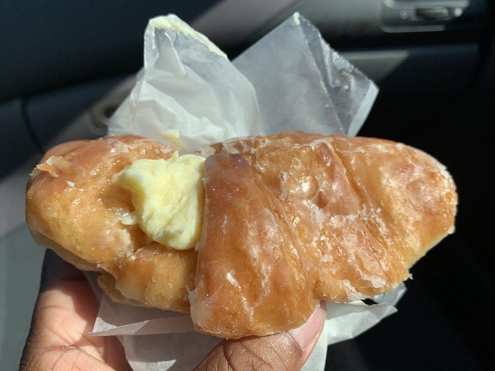 Cakes & Pastries: 701 Farringdom St, Lumberton, NC