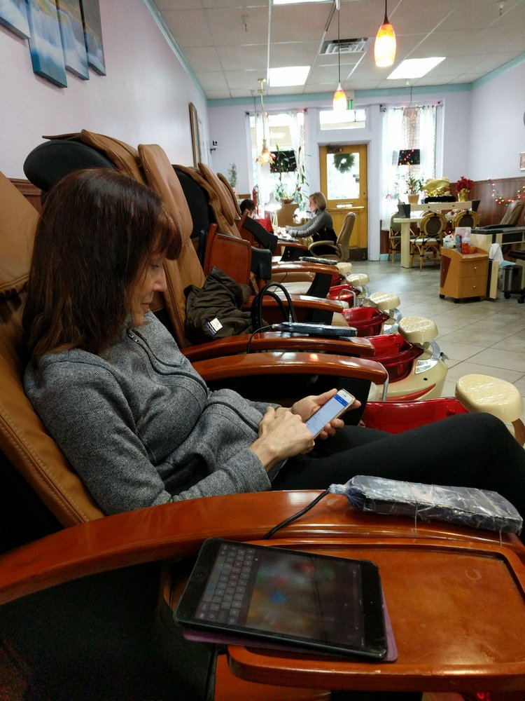 Linda's Nails: 11200 Donner Pass Rd, Truckee, CA