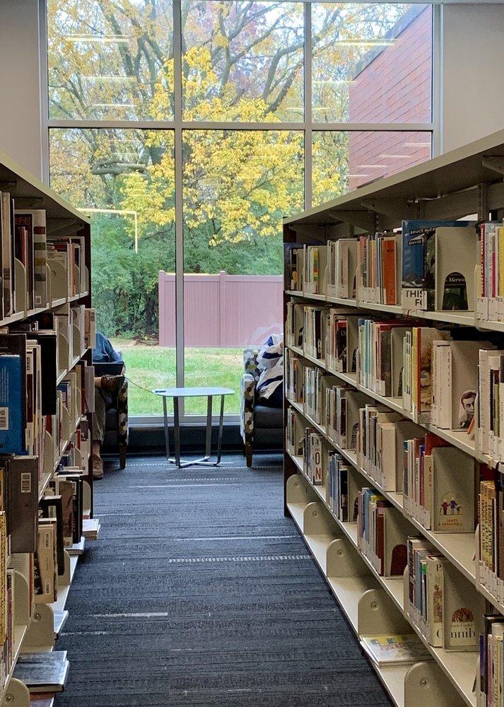 St Louis County Library- Grand Glaize Branch: 1010 Meramec Station Rd, Ballwin, MO