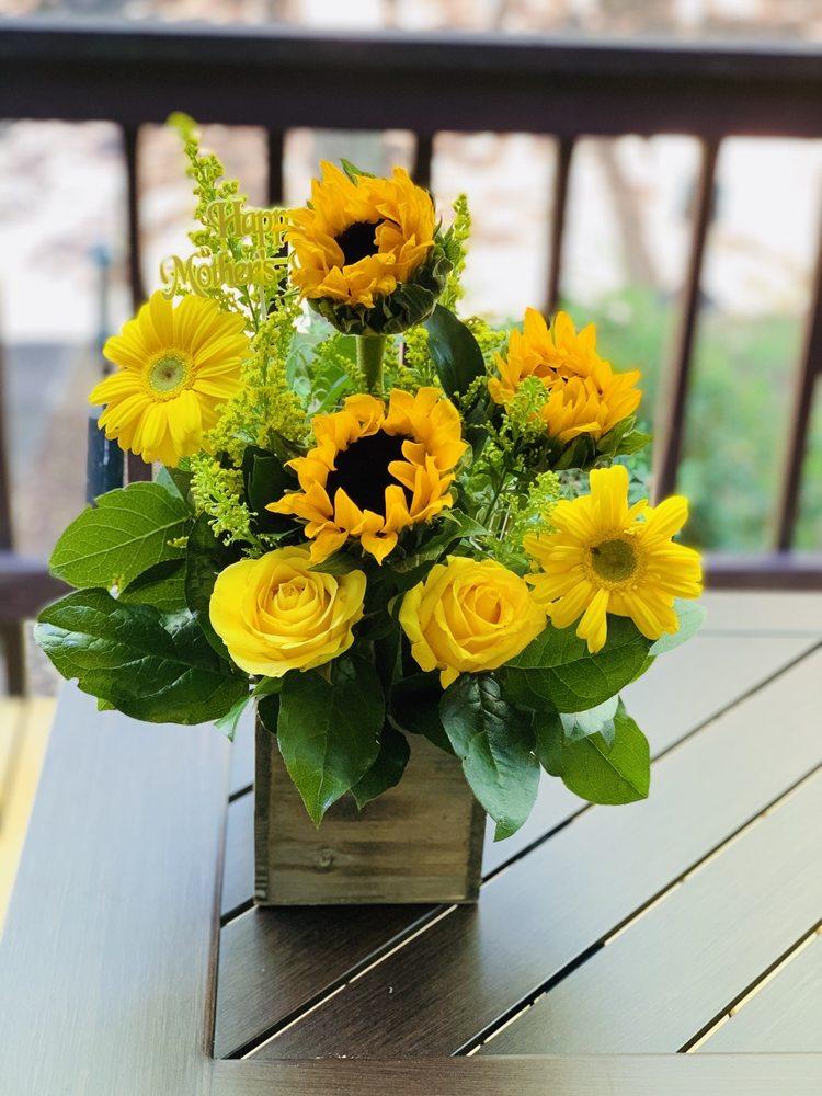 Petals Floral Boutique: 146 Athens St, Hartwell, GA
