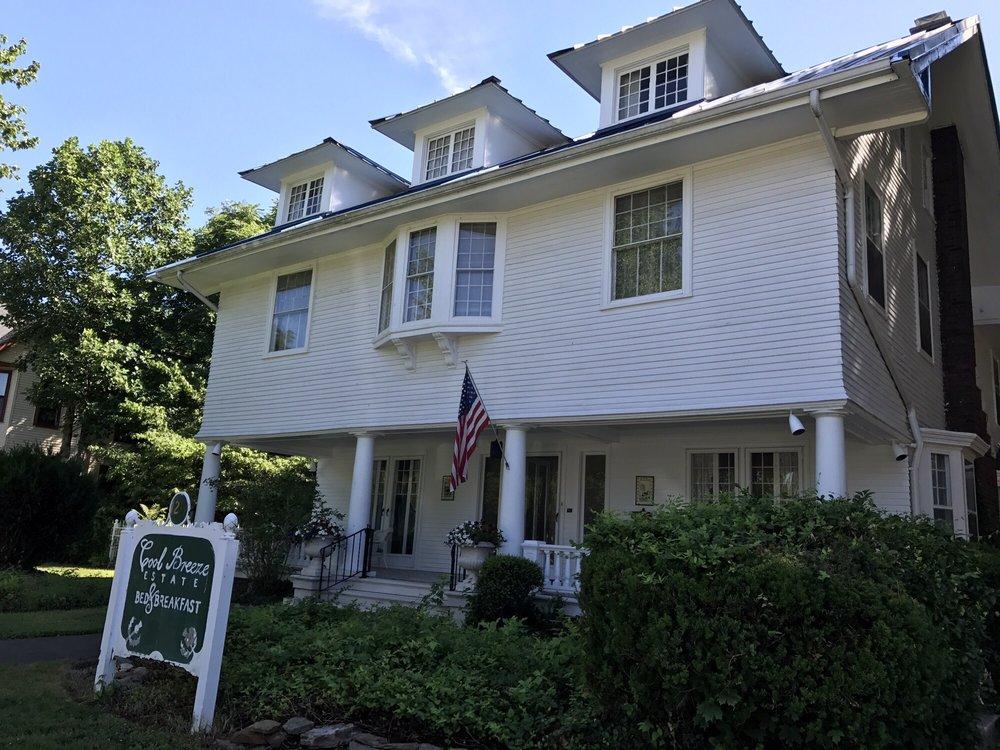 Coolbreeze Estate Bed & Breakfast: 1240 SE 2nd St, Evansville, IN
