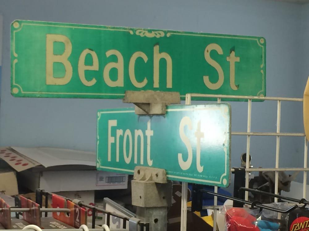 Cowell's Beach N Bikini Surf Shop