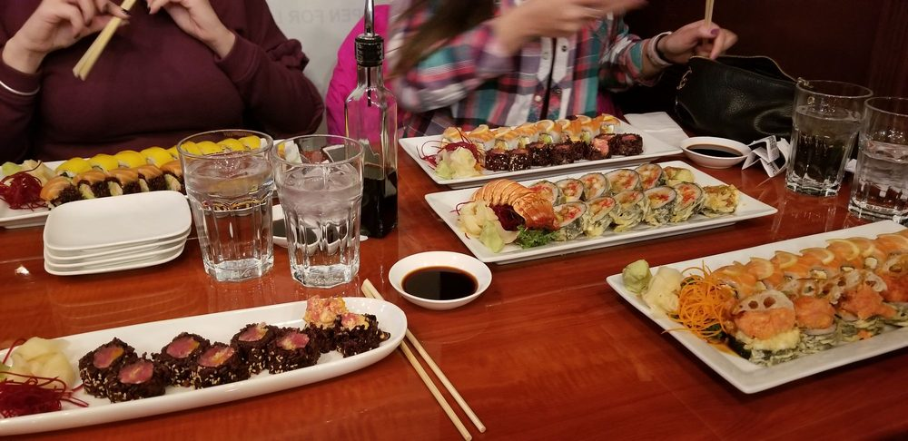 Nami Sushi: 7344 W Lawrence Ave, Harwood Heights, IL