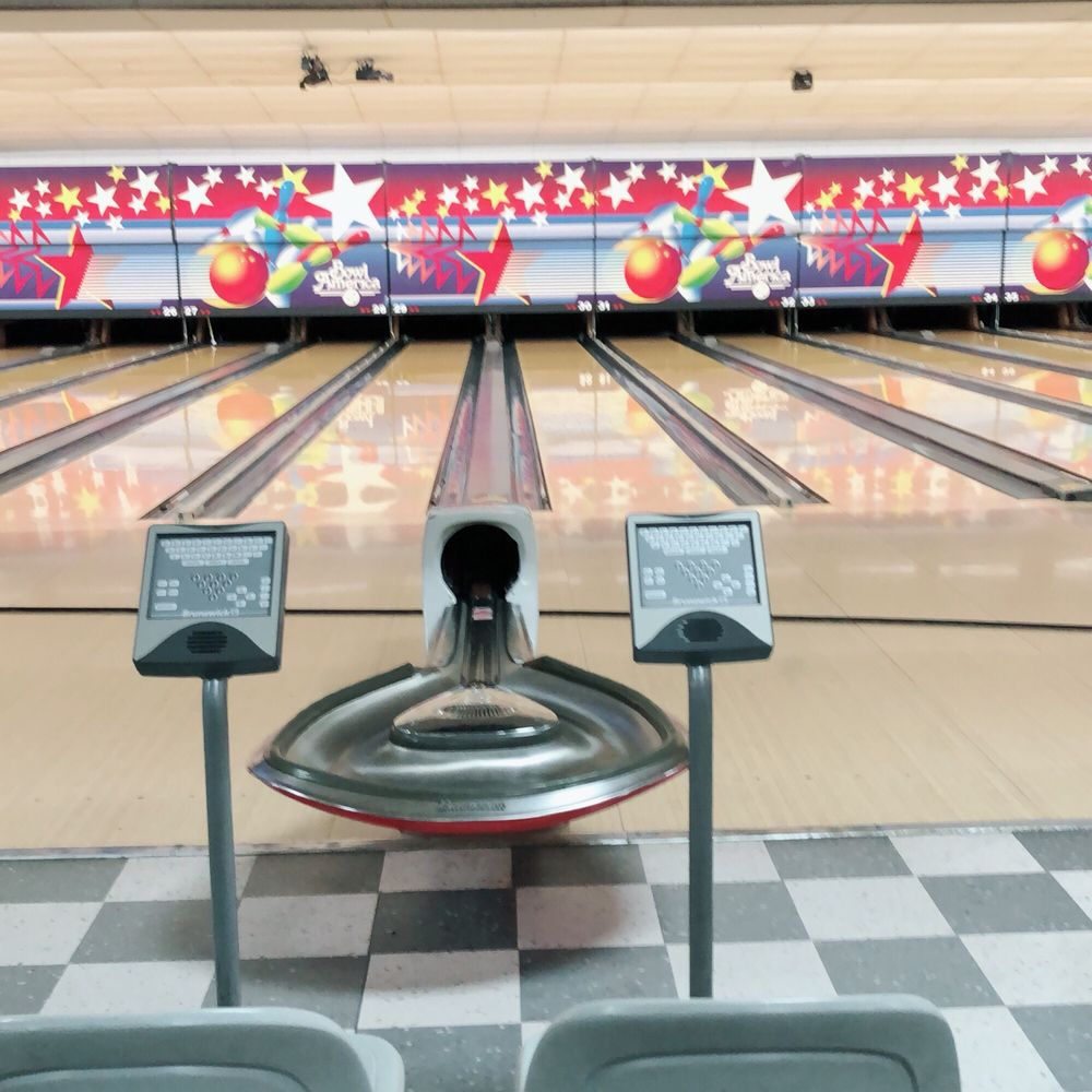 Bowl America Dranesville: 46940 Woodson Dr, Sterling, VA