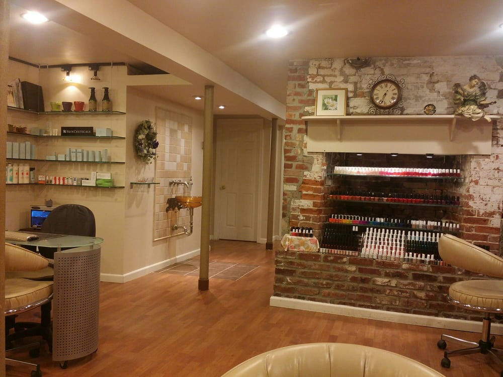 Daisy Nail & Skin Care: 75 Main St, Cold Spring Harbor, NY