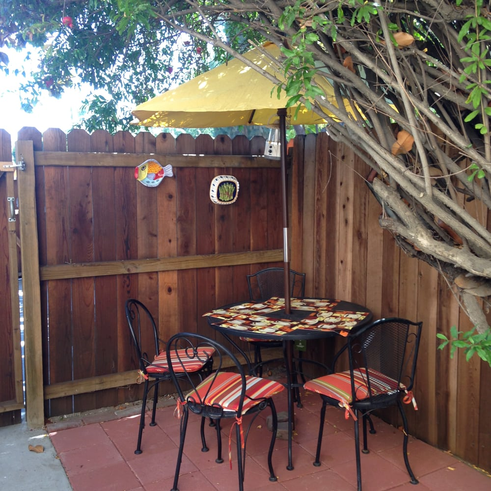 Sunshine LA BnB: 13335 Oxnard St, Valley Glen, CA