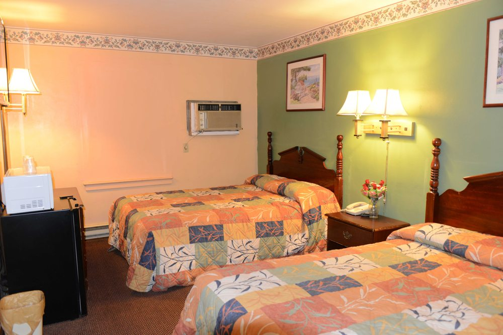 Relax Inn: 767 US Hwy 22, Lewistown, PA