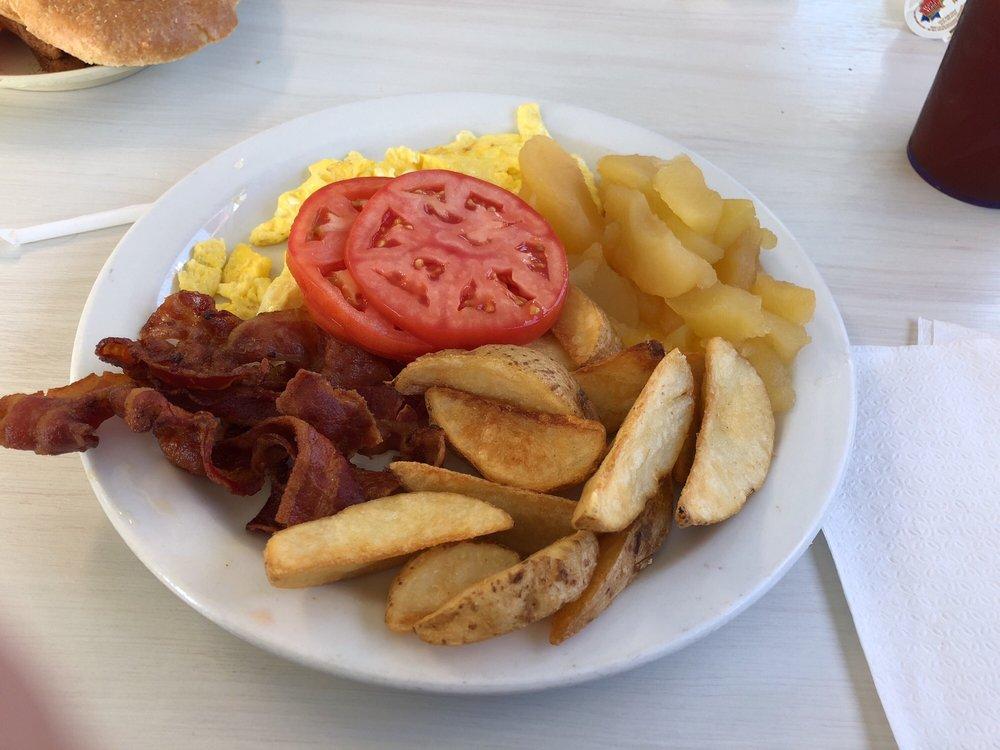 Chef's Drive-Inn: 1101 Main St, Altavista, VA