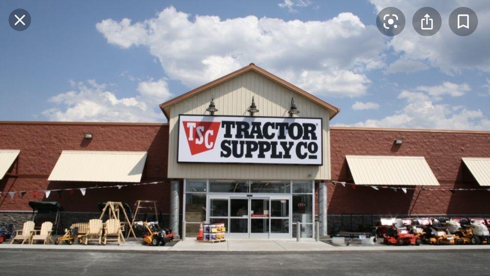 Tractor Supply: 334 N Halleck St, DeMotte, IN