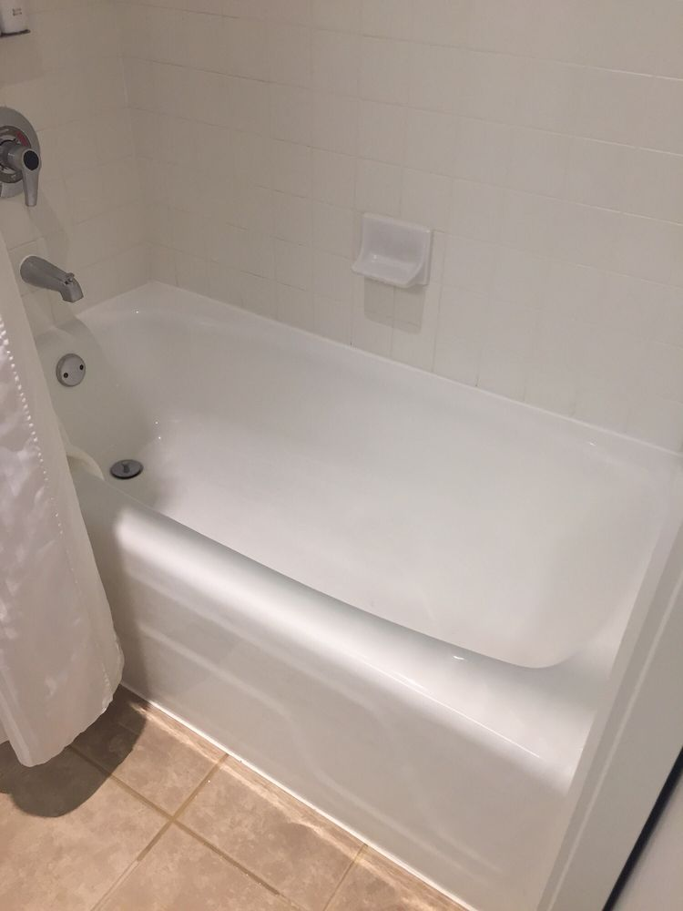 Bathtub in premier suite. Huh? Apparently some rooms have nice tubs ...