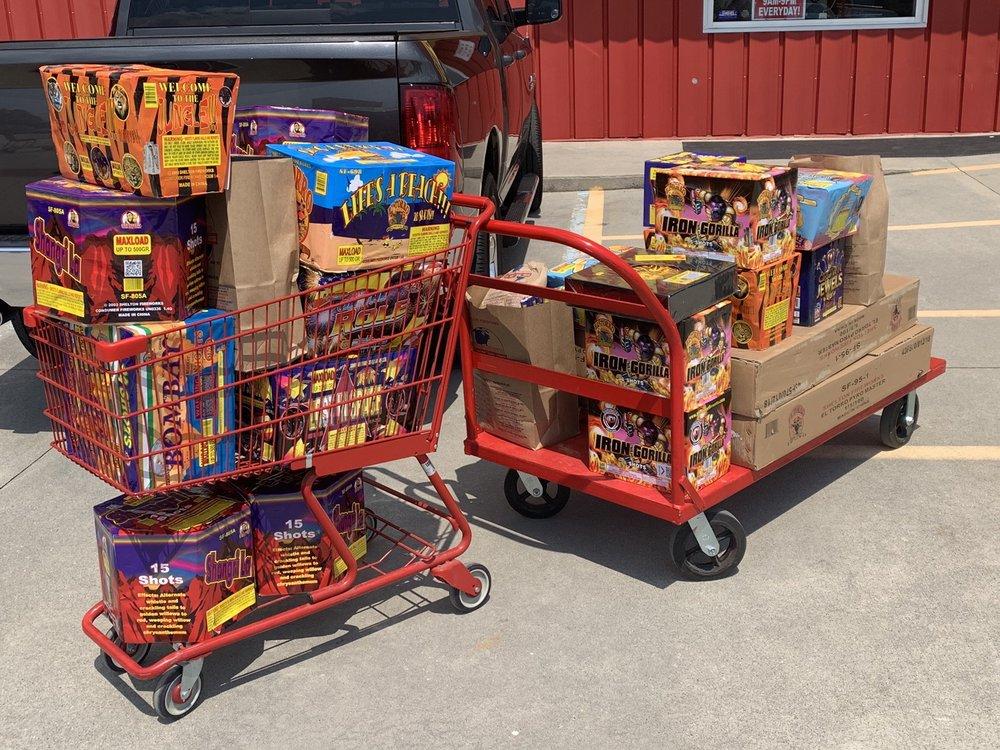 Shelton Fireworks: 200 W Fairplay Blvd, Fair Play, SC