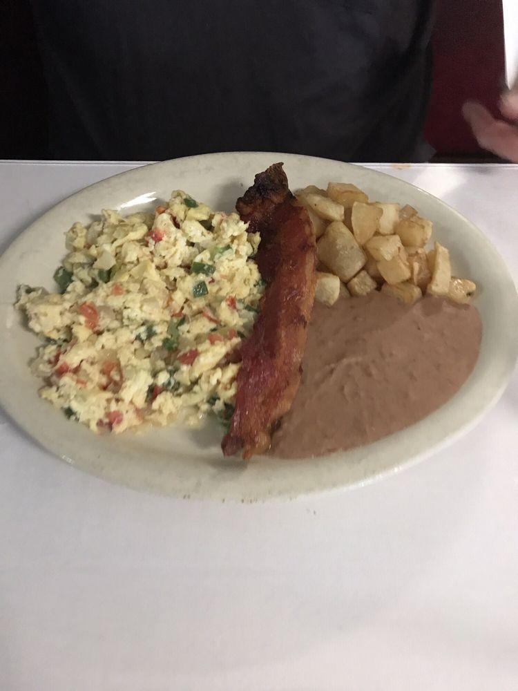 Olivia's Mexican Restaurant: 1008 C St, Floresville, TX
