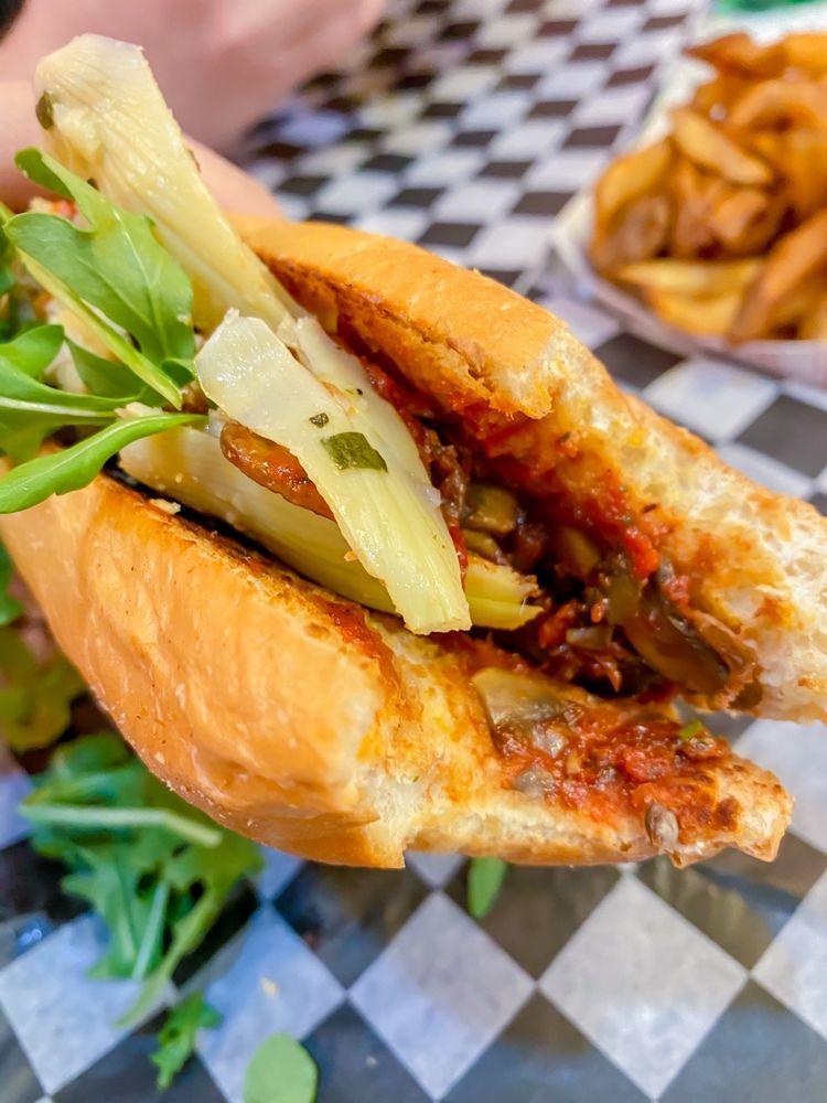 Lachele's Fine Foods: 2716 Ingersoll Ave, Des Moines, IA