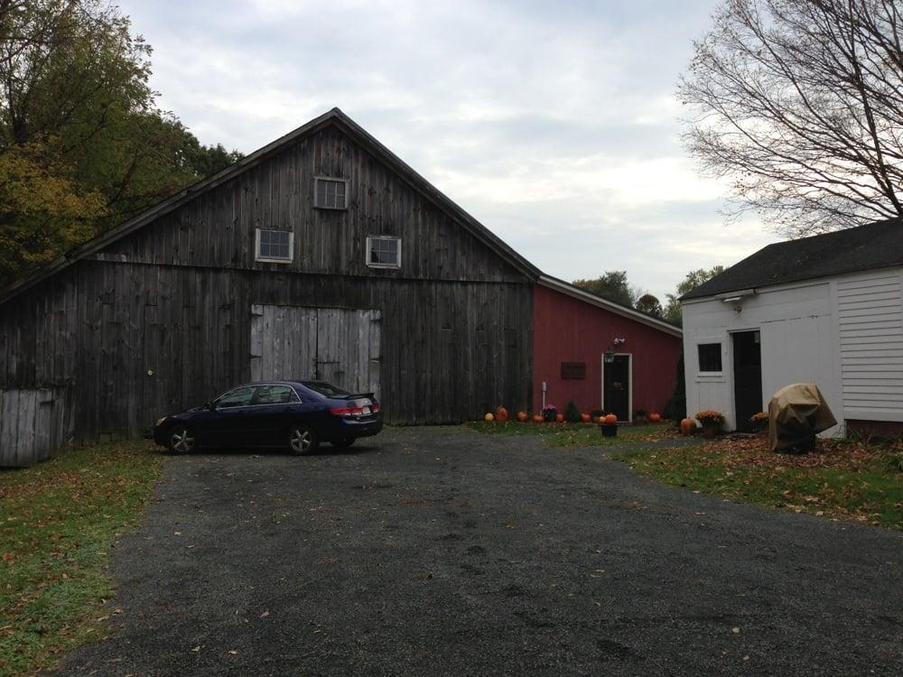 Pioneer Valley Vineyard: 41 School St, Hatfield, MA