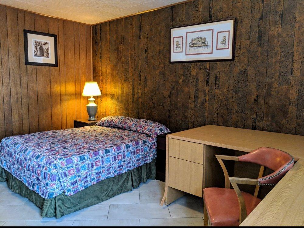 American Motel: 2814 Pocatello Ave, American Falls, ID