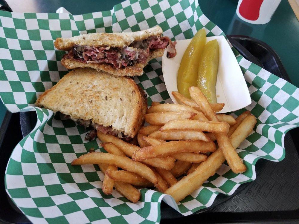 Giant Burger: 1284 N St, Firebaugh, CA