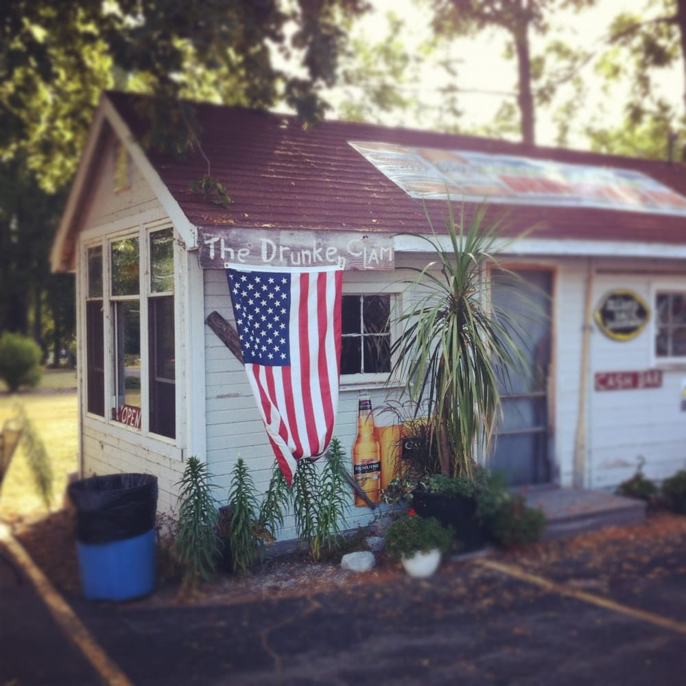 The Drunken Clam: N10604 Chief Kuno Trl, Fox Lake, WI