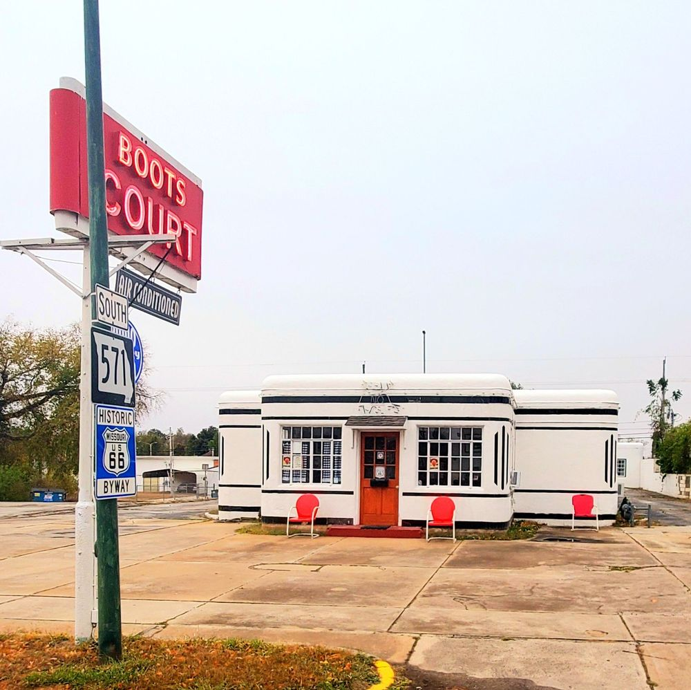 Boots Motel: 107 S Garrison Ave, Carthage, MO