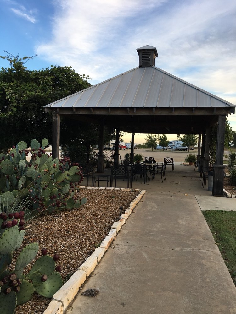The Veranda Inn: 1523 E Hwy 82, Nocona, TX